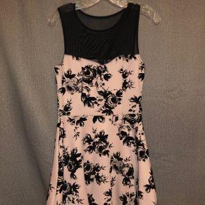 Trixxi Dress (M)